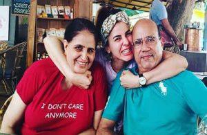 Kriti Kulhari with Mom & Dad