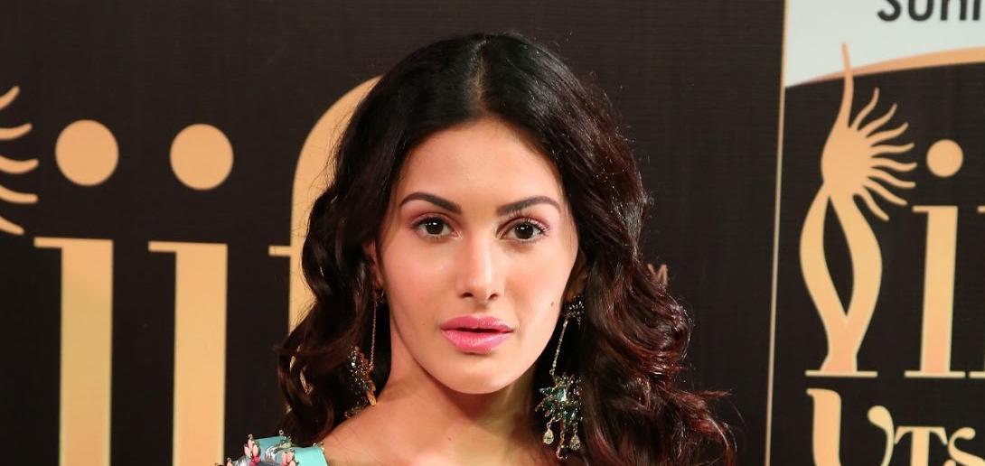 Amyra Dastur Bio, Age, Height, Wiki, Family, Affairs, Movies, Weight & Net Worth