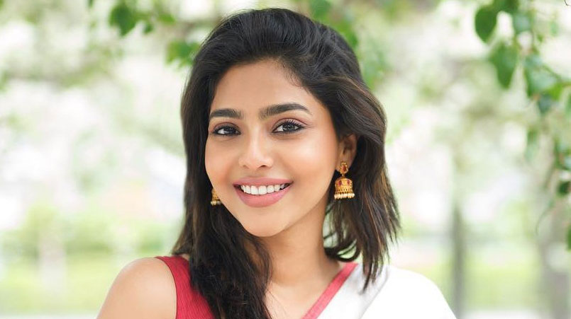 Aishwarya Lekshmi Age, Height, Biography, Net Worth, Movies, Parents, Father, Brother, Boyfriends & Early Life
