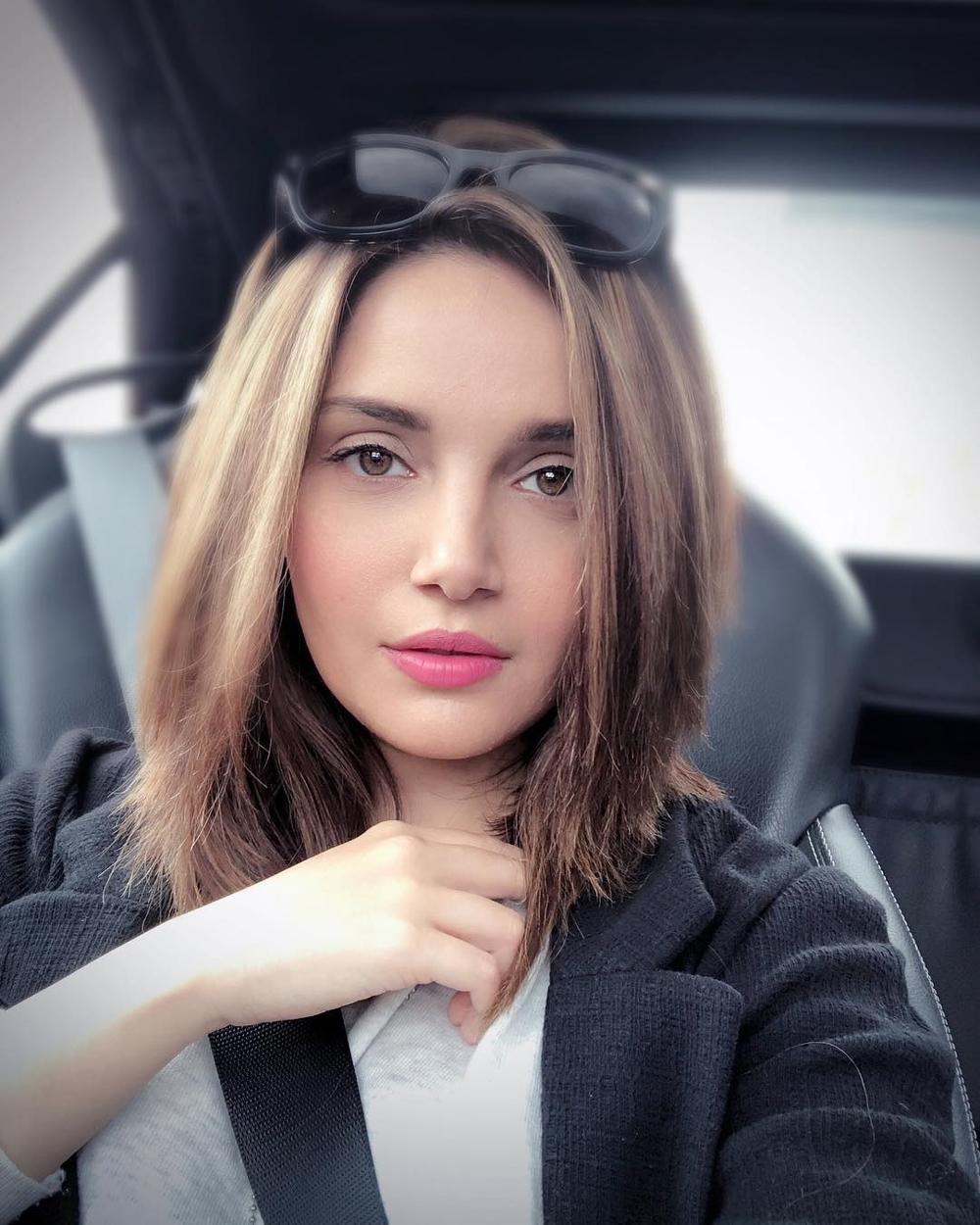 Armeena Khan Husband, Age, Height, Family, Bio & More