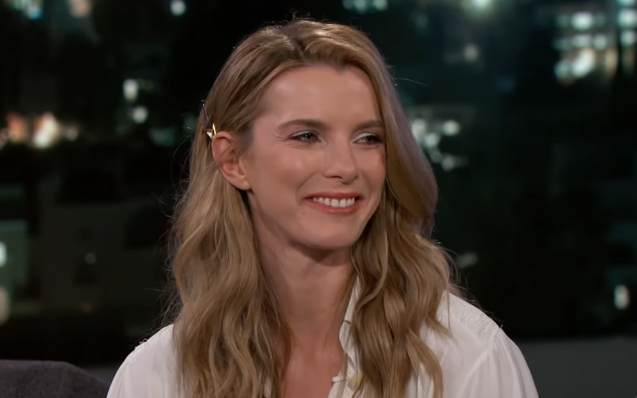 Betty Gilpin Age, Height, Body Stats, Bio, Net Worth, Boyfriends & Movies