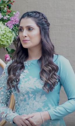 Ayeza Khan Age, Bio, Sister, Family, Husband, Son, Net Worth & Daughter