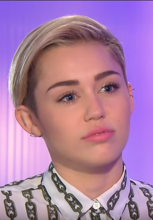 Miley Cyrus Net Worth, Age, Height, Weight, Husband, Family & Siblings