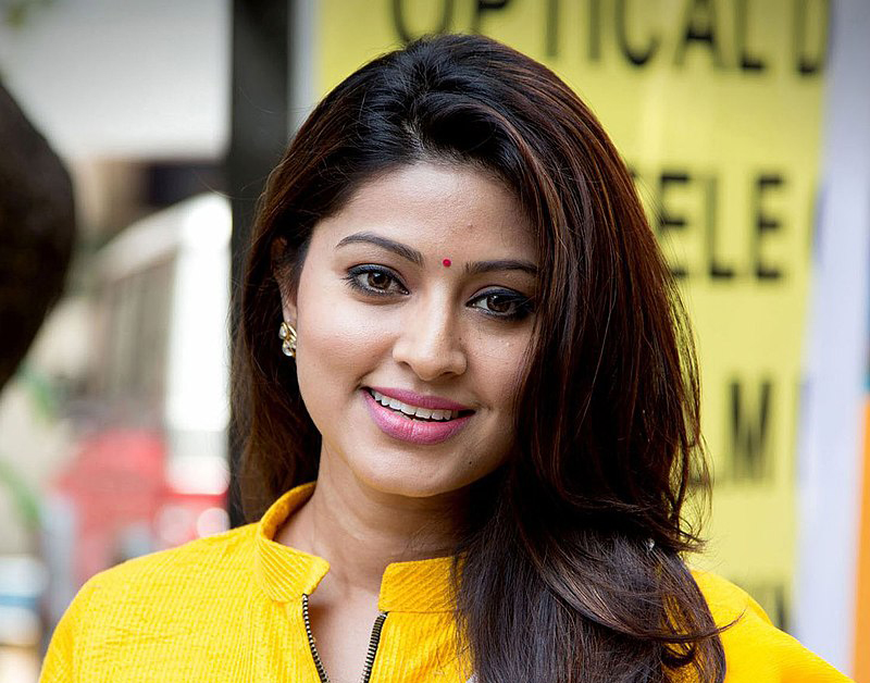 Sneha Age, Height, Biography, Wiki, Family, Education, Career, Movies, Net Worth, Husband & Son