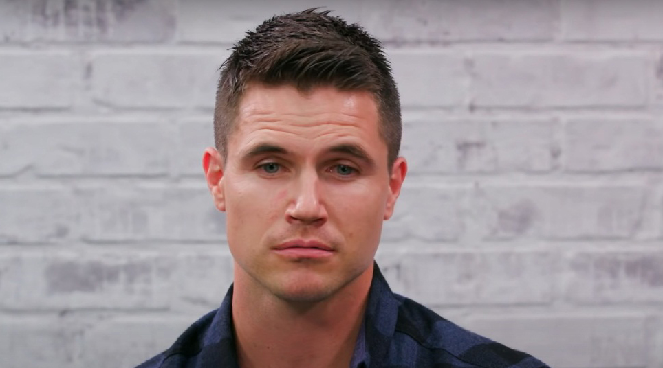 Robbie Amell Biography, Wiki, Age, Height, Family, Education, Career, Movies, TV Shows, Net Worth, Wife & Kids