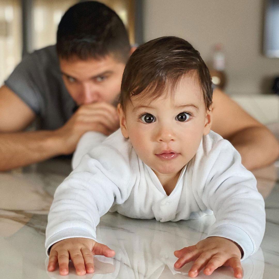 Tolgahan with his son Efehan Sayışman