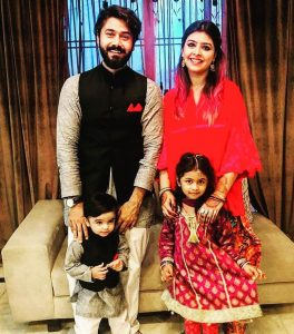 Ali Abbas with his wife & kids