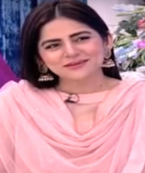 Sanam Baloch Age, Bio, Wiki, Family, Education, Career Debut, Husband, Sister, TV Shows, Awards & Net Worth